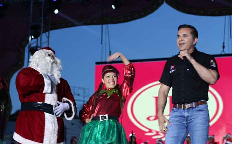 jorge-richardi-comparte-con-las-familias-de-tepic-fiesta-naviden%cc%83a-de-juventud-responsable1
