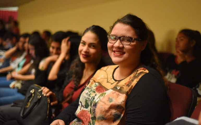 jovenes-reciben-becas-para-que-estudien-en-universidad-de-espana