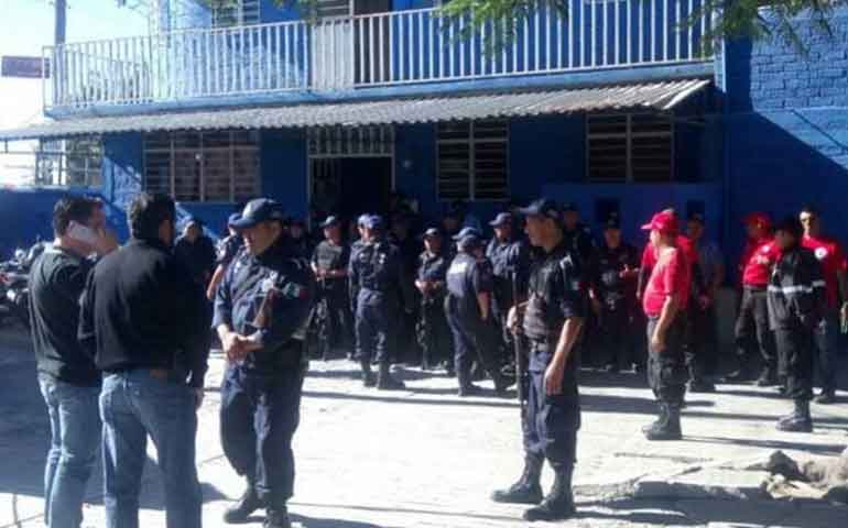 policias-de-tixtla-hacen-paro-piden-pago-de-quincena-y-aguinaldo