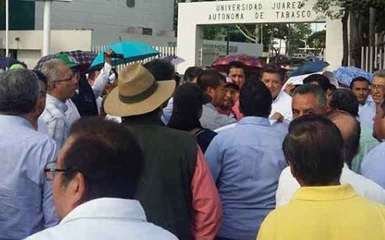 protestan-catedraticos-en-tabasco-exigen-pago-de-aguinaldo