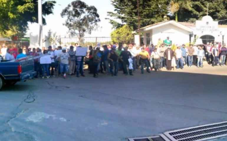 trabajadores-del-ayuntamiento-de-tepic-realizan-paro-de-labores