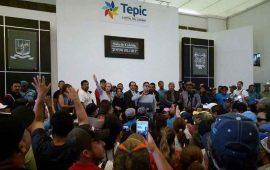 trabajadores-del-siapa-toman-presidencia-municipal-de-tepic