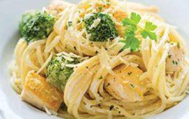Espagueti con pollo y brócoli