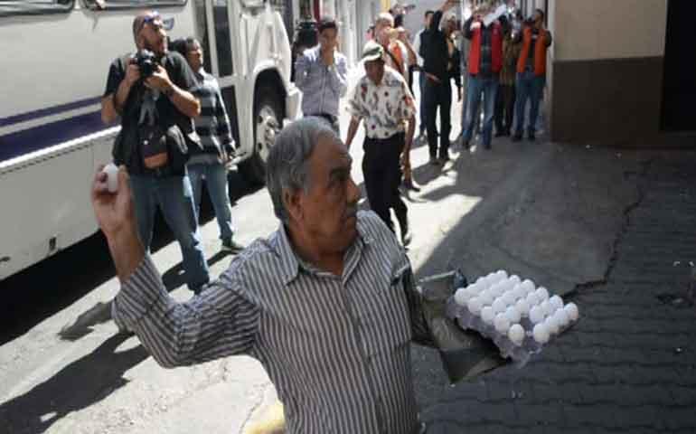 a-huevazos-inconformes-protestas-por-gasolinazo-en-morelos