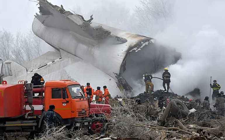 avion-de-carga-cae-en-un-pueblo-en-kirguistan-al-menos-37-muertos