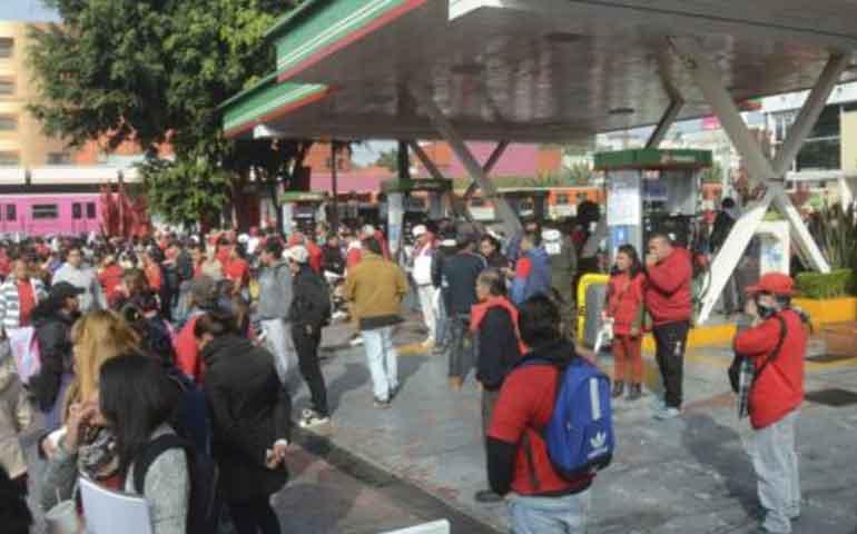 campesinos-y-organizaciones-sociales-protestan-contra-el-gasolinazo-en-el-zocalo
