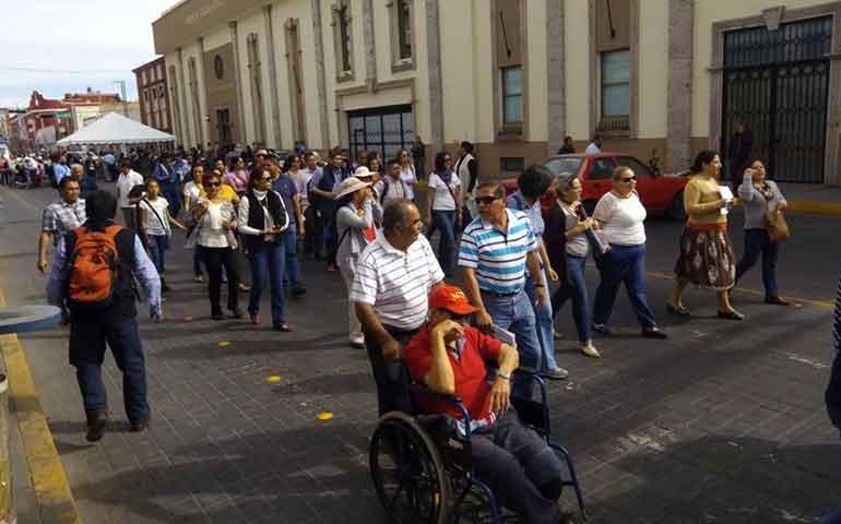docentes-y-trabajadores-de-la-uan-salen-a-las-calles-a-protestar
