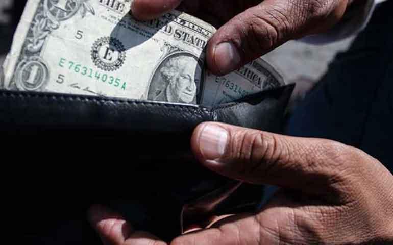 dolar-alcanza-maximo-historico-de-21-48