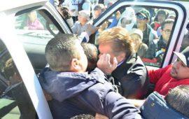manifestantes-agreden-a-gobernador-de-baja-california