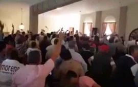 militantes-de-morena-protestan-contra-sus-dirigentes