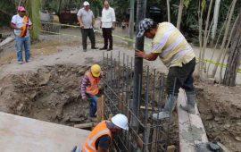 supervisa-jose-gomez-construccion-de-puentes-peatonales-en-la-cruz-de-huanacaxtle