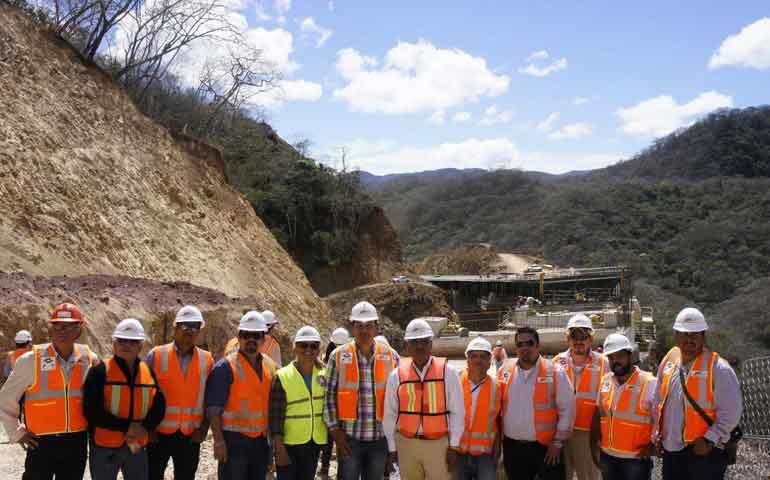 constructores-y-estudiantes-recorren-autopista-jala-vallarta