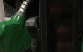 Gasolinas bajan un centavo más y el diésel tres