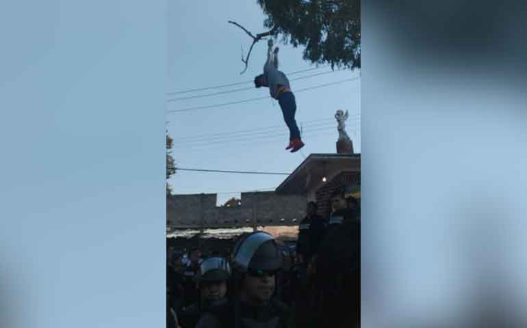 Policías rescatan a presunto ladrón