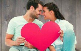 """Expresiones como """"Mi corazón es tuyo"""", """"Te amo con todo el corazón"""", """"Eres el dueño de mi corazón"""", se han utilizado durante años para hacer referencia a ese sentimiento al que denominamos amor, en el que interfieren procesos químicos, neuronales y hormonales. De hecho el corazón es el símbolo que representa esta emoción. Sin embargo, de acuerdo con el psicólogo Boris Barraza, el órgano que debería relacionarse con este sentimiento, más que ser el corazón, debería ser el hígado, ya que según el especialista, el proceso químico que permite que experimentemos el amor, comienza cuando las mujeres destilan feromonas, las cuales se están liberando constantemente, en algunas ocasiones con mayor intensidad que otras. Éstas se captan a través de un órgano llamado vomeronasal, que se localiza en el epitelio olfatorio, en el cerebro, y de ahí ingresan al sistema nervioso central. El """"clic"""" -según Barraza- se da cuando el umbral perceptivo olfativo del muchacho se encuentra en la misma frecuencia que la vibración de las feromonas de la joven. Es por esta razón que una chica puede resultar atractiva para alguien y no para otro. Durante este intercambio de estímulos, se descargan ciertas sustancias que impactan el hígado, lo que genera que éste libere unas hormonas llamadas glucocorticoides. """"Son una especie de almacenadoras de energía. Cuando estamos emocionalmente impresionados, tanto la adrenalina como los glucocorticoides se liberan y hacen que nos sintamos bien con la persona que nos atrae"""", señala Barraza. """"Cuando alguien nos gusta, tenemos tanta energía que el corazón comienza a acelerar su ritmo cardíaco -por ello la asociación del amor con dicho órgano-. Lo cual, es una respuesta a lo que el hígado está indicando. La pasión que se siente es el hígado trabajando con las suprarrenales"""", agrega. Es por esto que se dice que el enamoramiento es un proceso neuroendocrinológico. Aquí se entra en una etapa de fascinación, en la que no se le ve ningún defecto a la pareja. Esto m"""