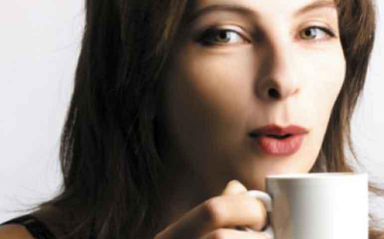 tomar-mucho-cafe-reduce-el-taman%cc%83o-de-los-senos-estudio