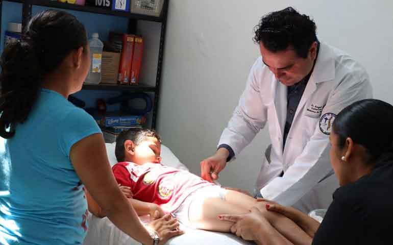 beneficia-dif-badeba-a-pacientes-de-la-ubr-con-la-aplicacion-de-la-toxina-botulinica