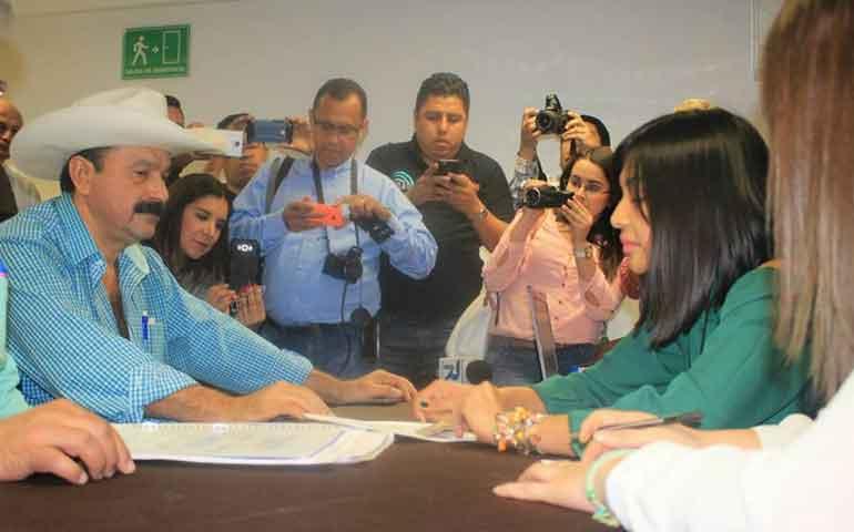 con-errores-layin-se-registra-como-aspirante-a-candidato-independiente-a-gobernador