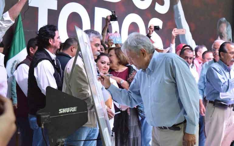 firma-amlo-acuerdo-nacional-para-transformar-al-pais