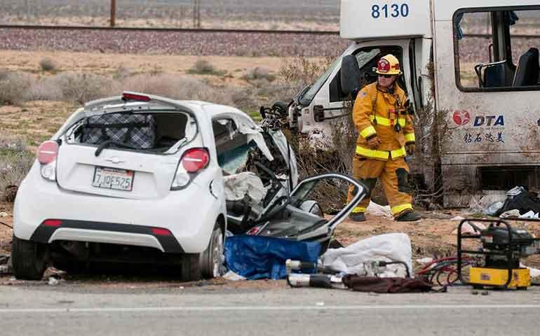 fuerte-choque-en-california-deja-un-muerto-y-21-heridos