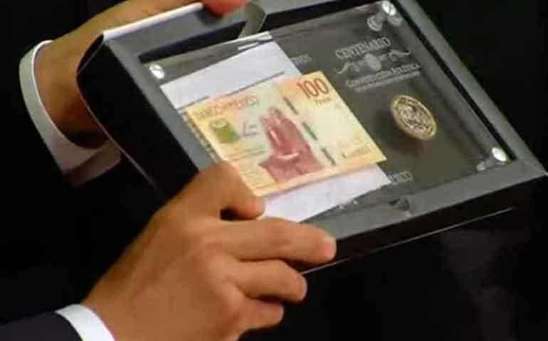ponen-en-circulacion-billete-y-moneda-del-centenario-de-la-constitucion
