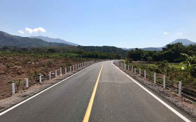 roberto-hace-posible-carretera-en-mecatan