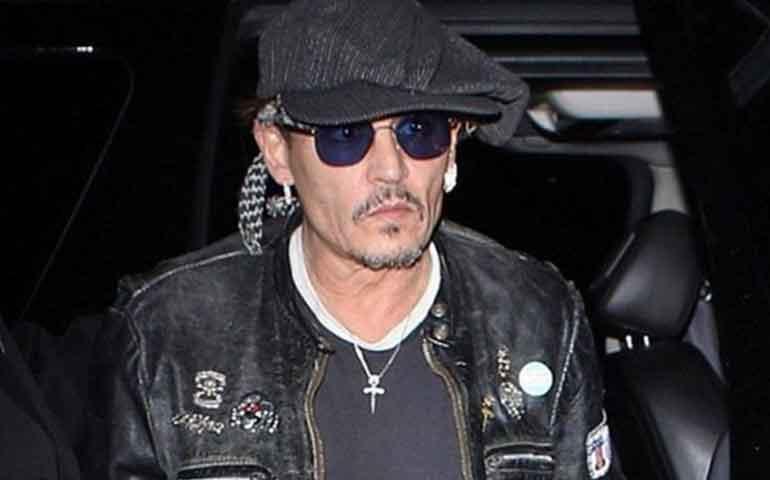 Un-Johnny-Depp-muy-delgado-y-en-la-ruina-