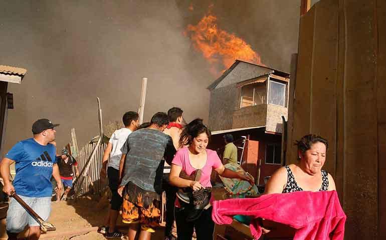 alerta-roja-en-chile-por-incendio-en-vina-del-mar-y-valparaiso