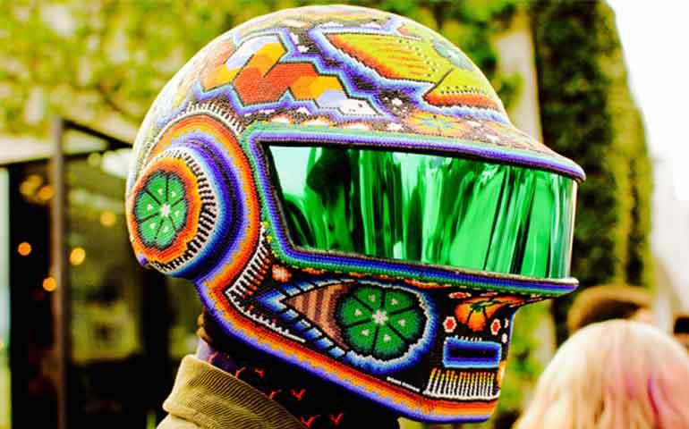 Resultado de imagen para cascos de daft punk arte huichol