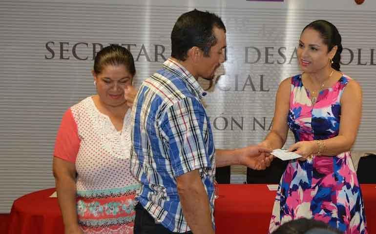 entrega-ana-lilia-apoyos-a-mujeres-con-proyectos-productivos