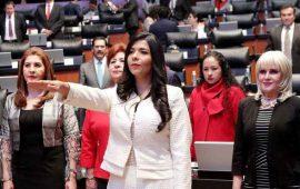 michelle-barron-toma-protesta-como-senadora