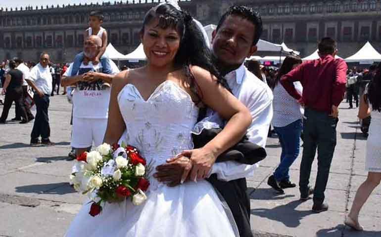 nuevo-record-tres-mil-400-se-casaron-bodas-masivas-en-el-zocalo