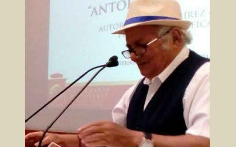 presentan-en-el-congreso-la-obra-antologia-primera