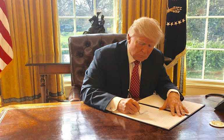 trump-firma-nuevo-veto-migratorio