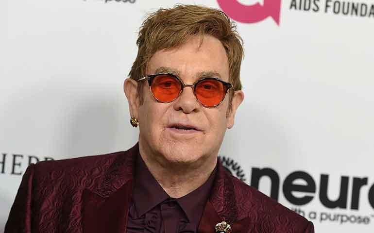 Elton-John-estuvo-hospitalizado-por-una-rara-infección-