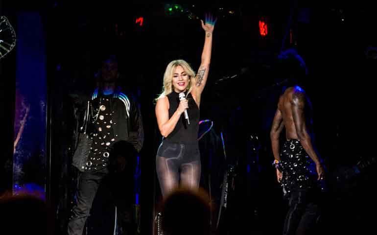 VIDEO--Lady-Gaga-estrena-canción-en-el-Festival-Coachella