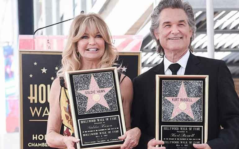 Goldie-Hawn-y-Kurt-Russell-reciben-su-estrella-en-Hollywood