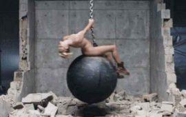 """Miley Cyrus, arrepentida por aparecer desnuda en video de """"Wrecking Ball"""""""