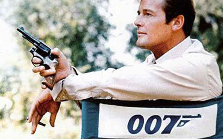 "Muere-Roger-Moore,-actor-que-interpretó-7-veces-a-""James-Bond""-"
