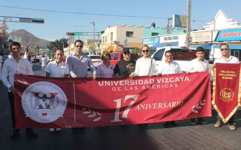 Vizcaya-de-las-Américas-celebra-su-17°-aniversario-con-majestuoso-desfile1