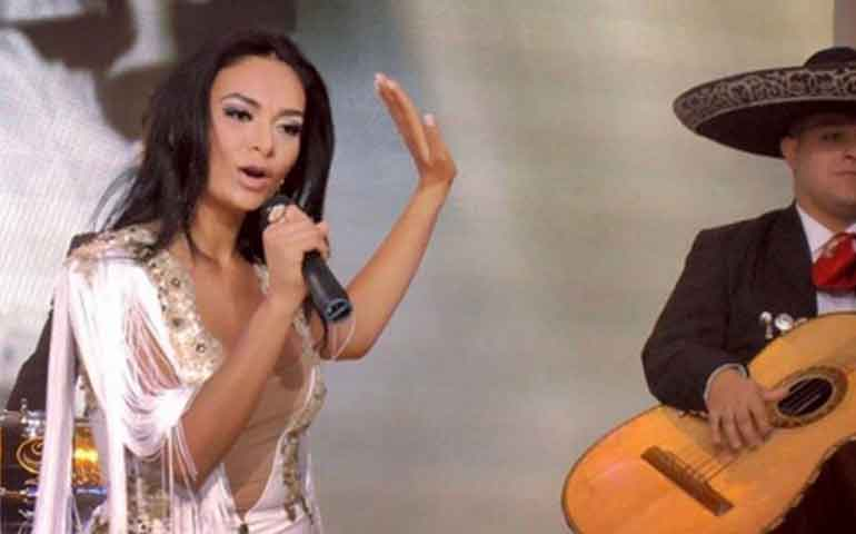 Zaralea-figueroa-debuta-como-cantante-a-dueto-con-su-padre-joan-sebastian