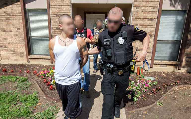 arrestan-a-mas-de-mil-personas-en-operativo-antipandillas-en-eu
