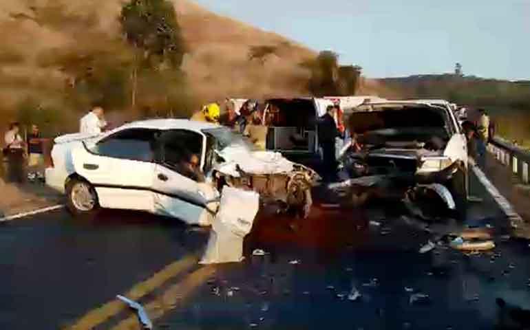 fallecen-dos-mujeres-en-accidente-en-la-carretera-federal-15