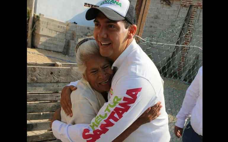 hector-santana-hace-compromisos-con-pueblos-de-la-costa