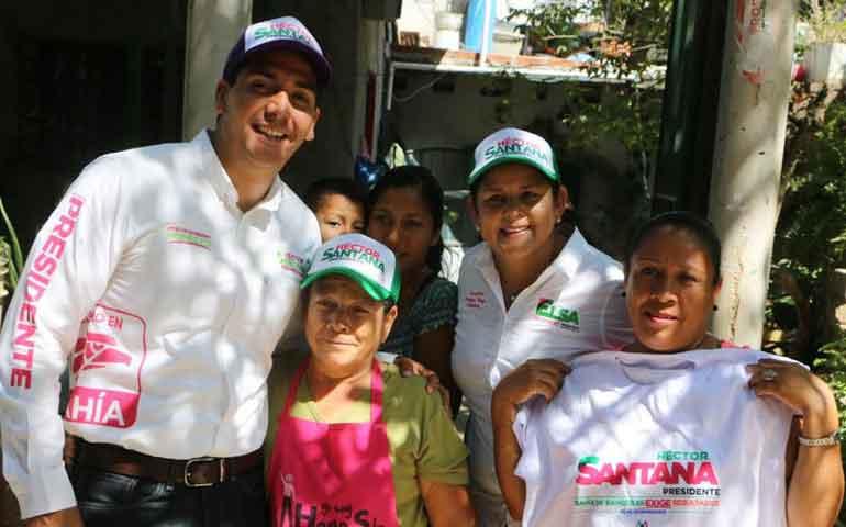 hector-santana-se-compromete-a-crear-el-instituto-para-la-vivienda