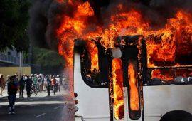 incendian-51-autobuses-durante-protestas-en-venezuela