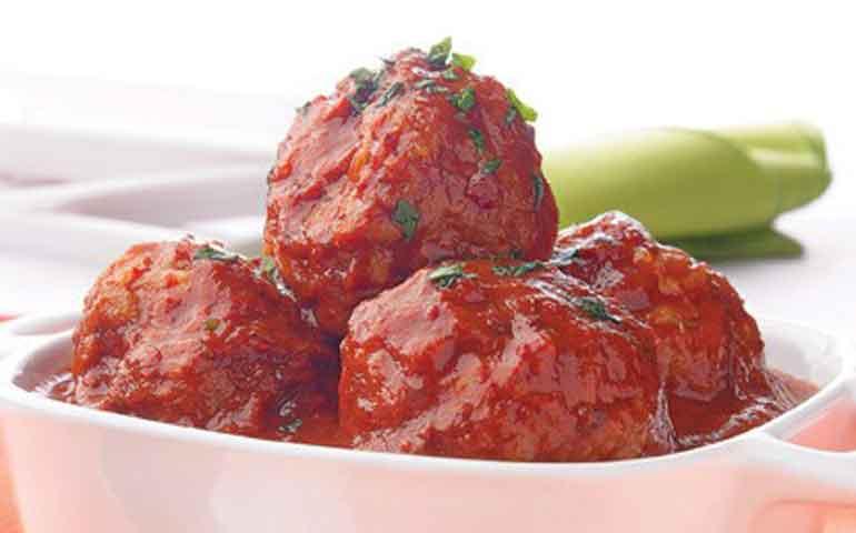 Albondigas-de-pescado-en-salsa-de-chile-mulato-
