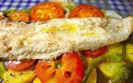 Merluza-al-horno-con-verduras-