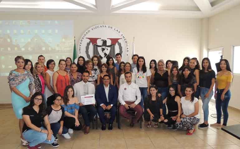 Ofrece-Vizcaya-conferencia-y-taller-sobre-Muestra-de-Moda-Mexicana1