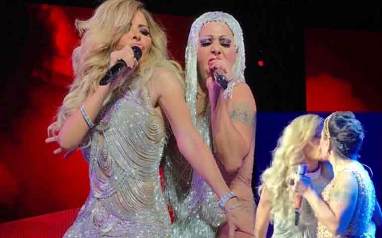 VIDEO--Alejandra-Guzmán-y-Gloria-Trevi-se-besan-en-la-boca-durante-concierto